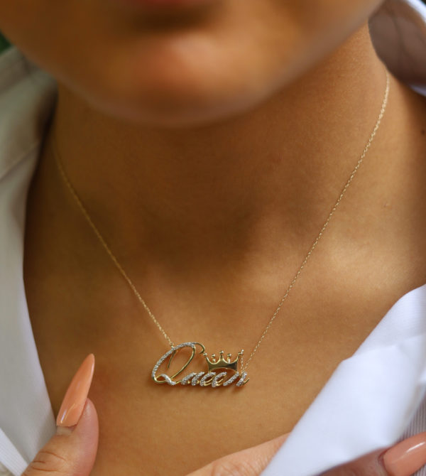10k Gold Queen Pendant necklace2