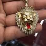 10K GOLD DIAMOND LION HEAD PENDANTwith 1.15 carats